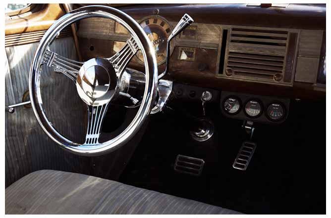 Dashboard and steering wheel of the Dodge.